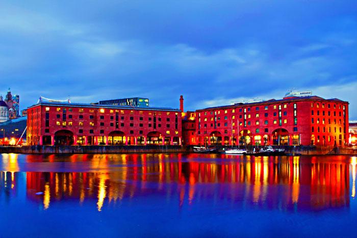 Albert-Dock-at-night